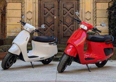 EMGo-Razzo-ElectricMotorcycle-White-Red-street