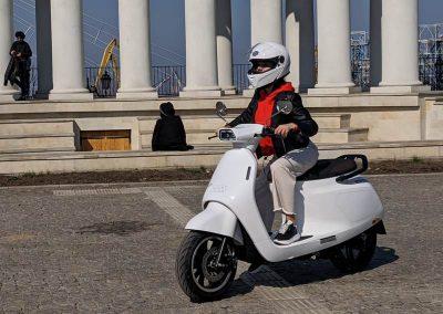 EMGo-Razzo-ElectricMotorcycle-White-Test-Street-human